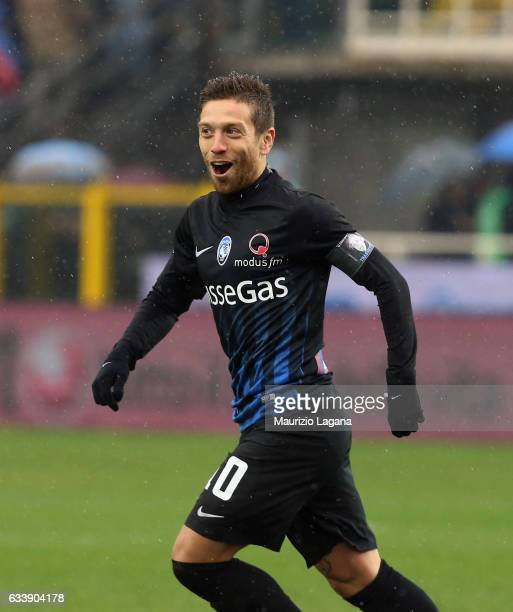 Alejandro Gomez of Atalanta celebrates the opening goal during the Serie A match between Atalanta BC and Cagliari Calcio at Stadio Atleti Azzurri...