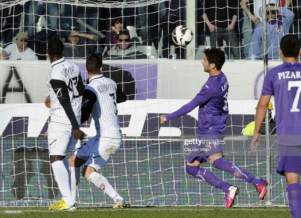 Alejandro Larrondo (R) of ACF Fiorentina scores their second goal during the Serie A match between ACF Fiorentina and AC Chievo Verona at Stadio Artemio Franchi on March 3, 2013 in Florence, Italy.