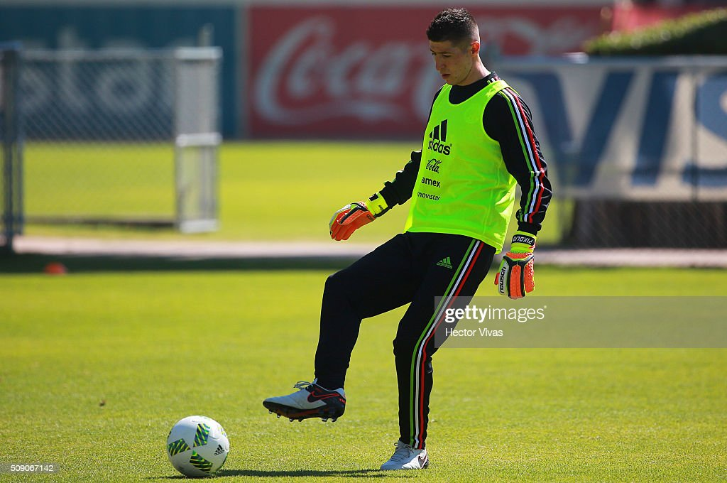Alejandro Palacios drives the ball during a Mexico training session at Centro de Alto Rendimiento on February 08, 2016 in Mexico City, Mexico. Mexico will face Senegal on February 10, 2016. (Photo by Hector Vivas/LatinContent