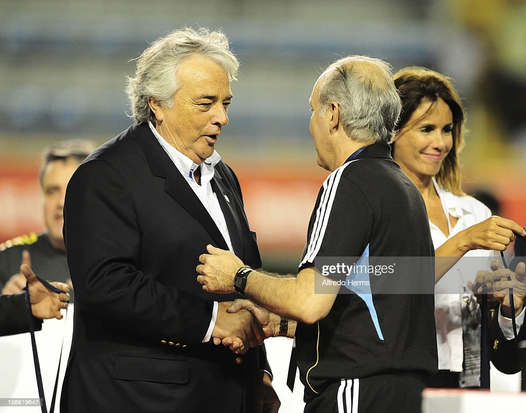 <a gi-track='captionPersonalityLinkClicked' href=/galleries/search?phrase=Alejandro+Sabella&family=editorial&specificpeople=5768060 ng-click='$event.stopPropagation()'>Alejandro Sabella</a> coach of Argentina during the second leg of the Superclasico de Las AmeŽricas (Doctor Nicolas Leoz Cup) between Argentina and Brazil at Bombonera Stadium on November 21, 2012 in Buenos Aires, Argentina.