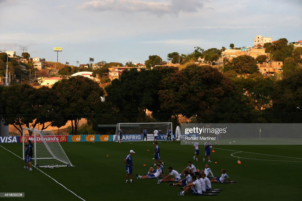 <a gi-track='captionPersonalityLinkClicked' href=/galleries/search?phrase=Alejandro+Sabella&family=editorial&specificpeople=5768060 ng-click='$event.stopPropagation()'>Alejandro Sabella</a> of Argentina talks with the team during a training session on July 2, 2014 in Vespasiano, Brazil.