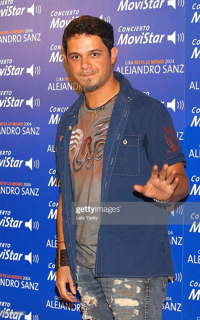 "Alejandro Sanz Promotes his ""No Es Lo Mismo"" Spanish Tour 2004 - Photocall"