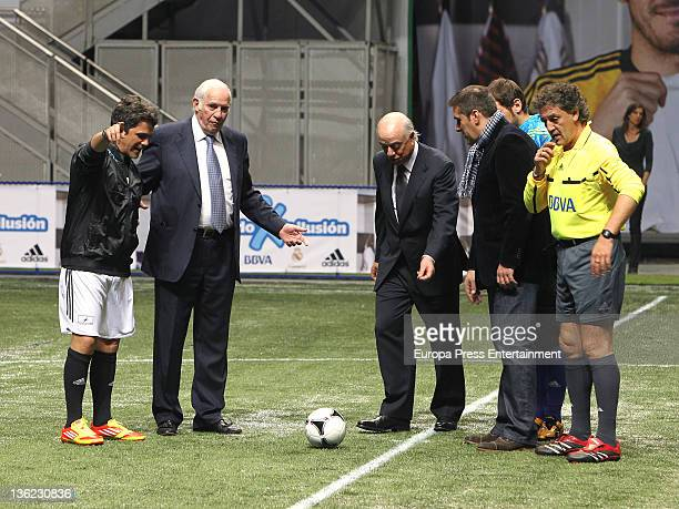 Alejandro Sanz Luis Aragones Francisco Gonzalez attend the charity match 'Partido por la ilusion' organized by Iker Casillas at Palacio de los...