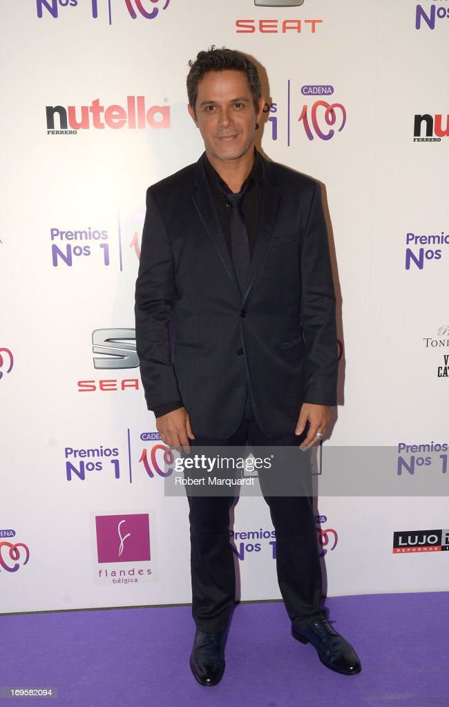 Alejandro Sanz poses during a photocall for the 'Cadena 100 Number 1 Awards 2013' at the Hotel Eurostar on May 27, 2013 in Barcelona, Spain.