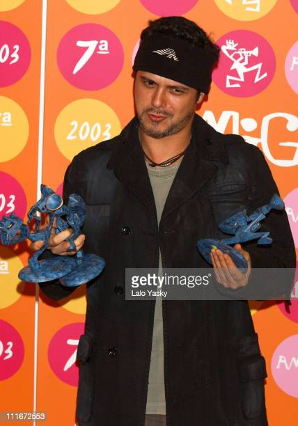 Alejandro Sanz with his Amigo Awards for Best Spanish Singer Best Album and Best Video