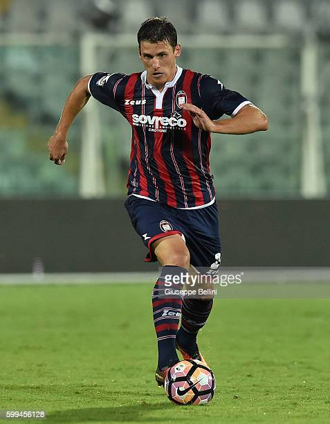 Aleksandar Tonev of FC Crotone in action during the Serie A match between FC Crotone and Genoa CFC at Adriatico Stadium on August 28 2016 in Pescara...