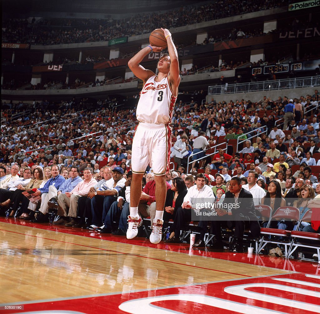 Aleksander Pavlovic #3 of the Cleveland Cavaliers makes a jump shot against the Houston Rockets at Toyota Center on March 24, 2005 in Houston, Texas. The Rockets won 99-80.
