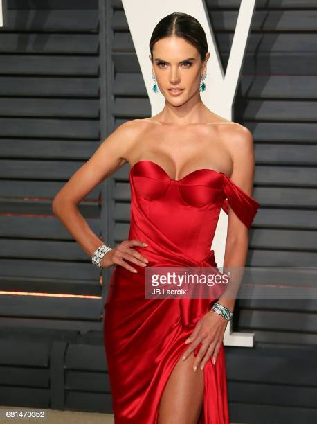 Alessandra Ambrosio attends the 2017 Vanity Fair Oscar Party hosted by Graydon Carter at Wallis Annenberg Center for the Performing Arts on February...