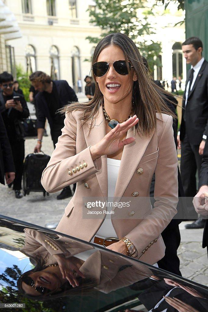 Alessandra Ambrosio is seen leaving the Balmain Show during Paris Fashion Week - Menswear Spring/Summer 2017 on June 25, 2016 in Paris, France.