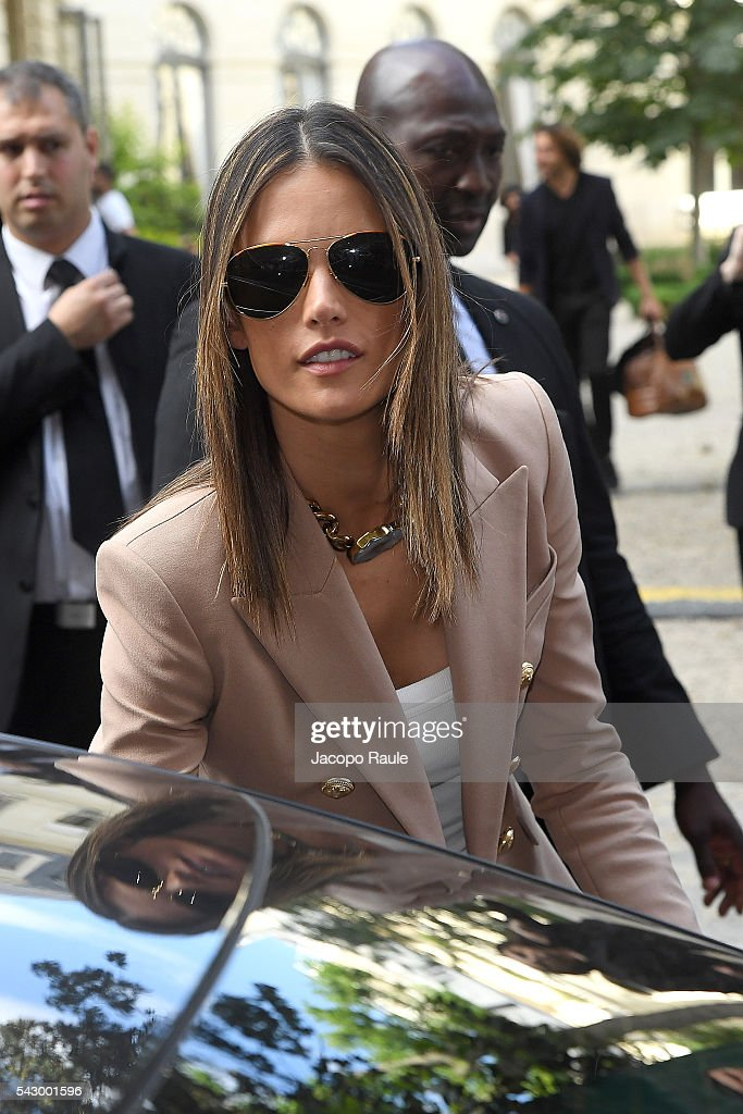 Alessandra Ambrosio is seen leaving the Balmain Show during Paris Fashion Week - Menswear Spring/Summer 2017 on June 25, 2016 in Paris, France.