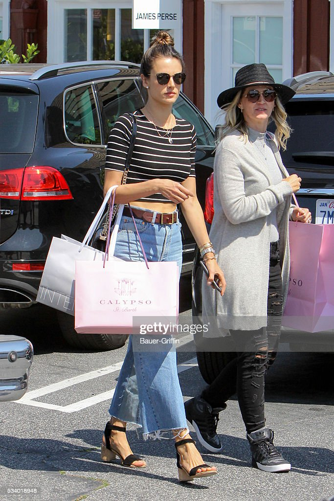 <a gi-track='captionPersonalityLinkClicked' href=/galleries/search?phrase=Alessandra+Ambrosio&family=editorial&specificpeople=203062 ng-click='$event.stopPropagation()'>Alessandra Ambrosio</a> is seen on May 24, 2016 in Los Angeles, California.