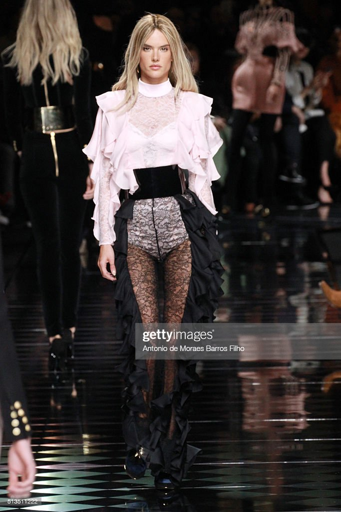 Alessandra Ambrosio walks the runway during the Balmain show as part of the Paris Fashion Week Womenswear Fall/Winter 2016/2017 on March 3 2016 in...