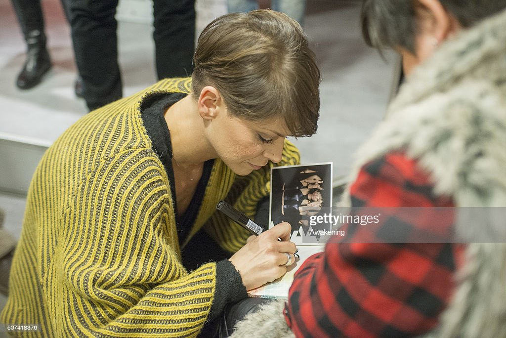 Alessandra Amoroso signs autographs during the presentation of 'Vivere a Colori' on January 29, 2016 in Turin, Italy.