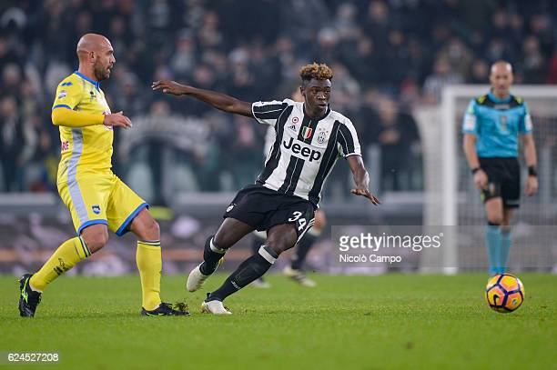 Alessandro Bruno of Pescara Calcio and Moise Kean of Juventus FC compere for the ball during the Serie A football match between Juventus FC and...