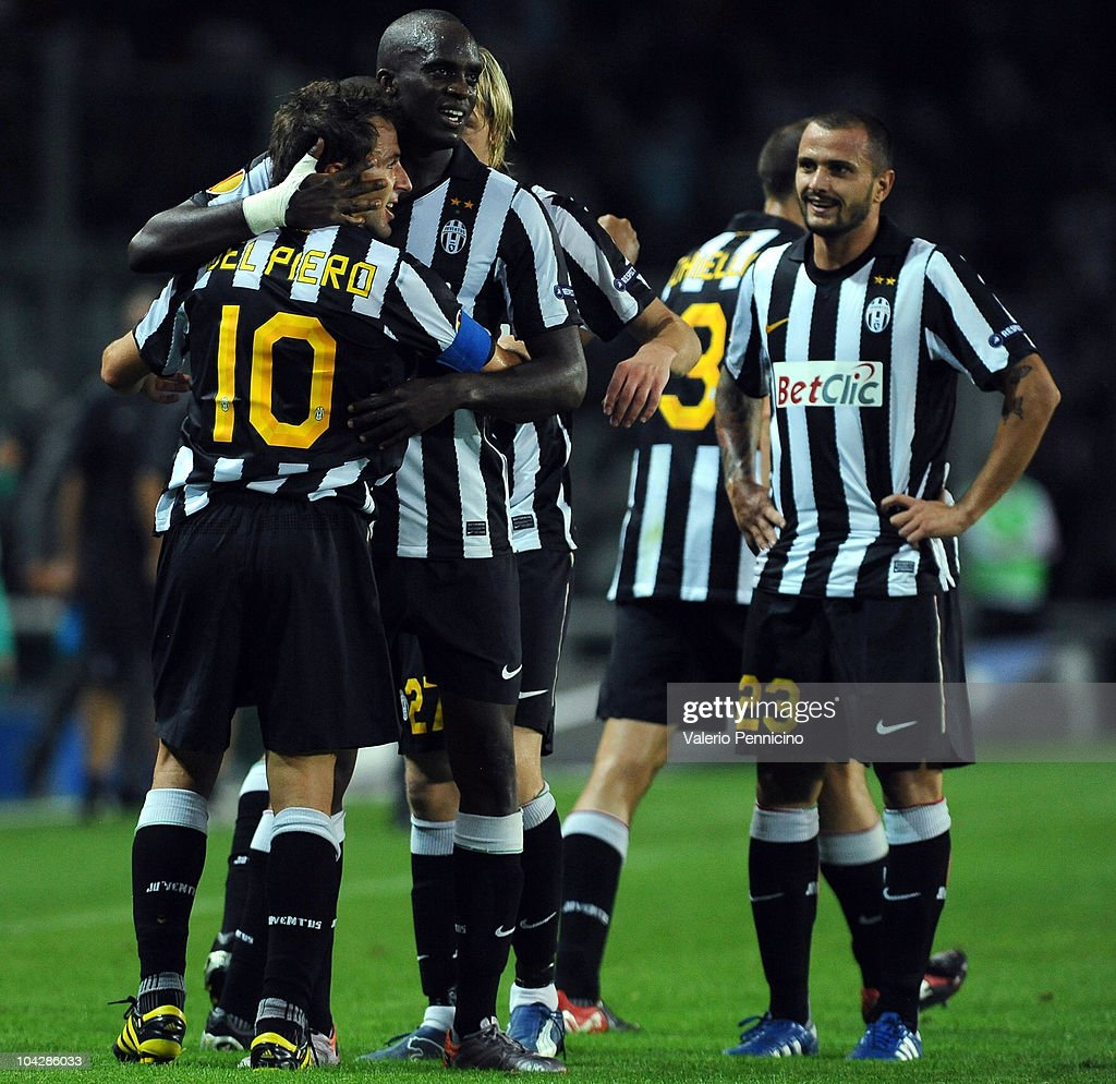 <a gi-track='captionPersonalityLinkClicked' href=/galleries/search?phrase=Alessandro+Del+Piero&family=editorial&specificpeople=206226 ng-click='$event.stopPropagation()'>Alessandro Del Piero</a> (L) of Juventus FC celebrates with his team mates after scoring during the UEFA Europa League group A match Juventus FC and KKS Lech Poznan at Olimpico Stadium on September 16, 2010 in Turin, Italy.