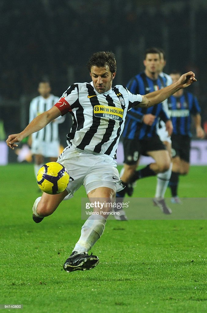 Alessandro Del Piero of Juventus FC in action during the Serie A match between Juventus and Inter Milan at Olimpico Stadium on December 5, 2009 in Turin, Italy.