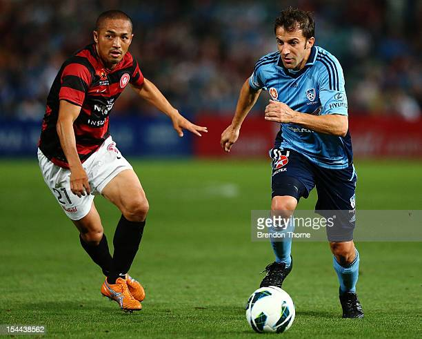 Alessandro Del Piero of Sydney competes with Shinji Ono of the Wanderers during the round three ALeague match betwen the Western Sydney Wanderers and...