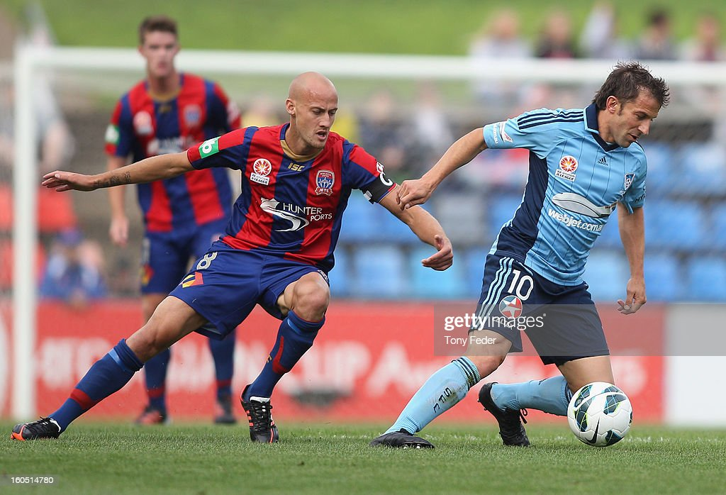 Alessandro Del Piero of Sydney contests the ball with <a gi-track='captionPersonalityLinkClicked' href=/galleries/search?phrase=Ruben+Zadkovich&family=editorial&specificpeople=791211 ng-click='$event.stopPropagation()'>Ruben Zadkovich</a> of the Jets during the round 19 A-League match between the Newcastle Jets and Sydney FC at Hunter Stadium on February 2, 2013 in Newcastle, Australia.