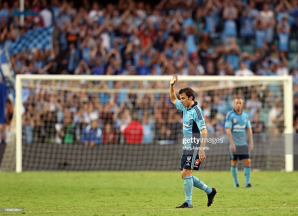 Alessandro Del Piero of Sydney FC acknowledges the crowd as he departs the field after scoring four goals during the round 17 A-League match between Sydney FC and the Wellington Phoenix at Allianz Stadium on January 19, 2013 in Sydney, Australia.