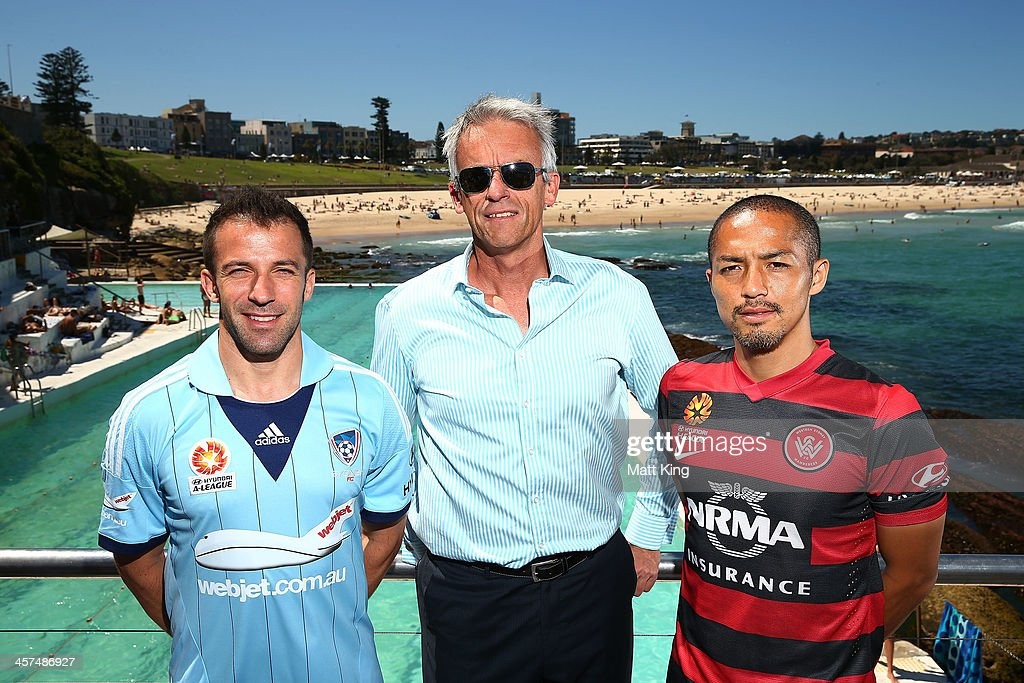 <a gi-track='captionPersonalityLinkClicked' href=/galleries/search?phrase=Alessandro+Del+Piero&family=editorial&specificpeople=206226 ng-click='$event.stopPropagation()'>Alessandro Del Piero</a> of Sydney FC, FFA CEO <a gi-track='captionPersonalityLinkClicked' href=/galleries/search?phrase=David+Gallop&family=editorial&specificpeople=579322 ng-click='$event.stopPropagation()'>David Gallop</a> and <a gi-track='captionPersonalityLinkClicked' href=/galleries/search?phrase=Shinji+Ono&family=editorial&specificpeople=550970 ng-click='$event.stopPropagation()'>Shinji Ono</a> of the Western Sydney Wanderers pose during the launch of the A-League's Summer of Football at Bondi Icebergs on December 18, 2013 in Sydney, Australia.