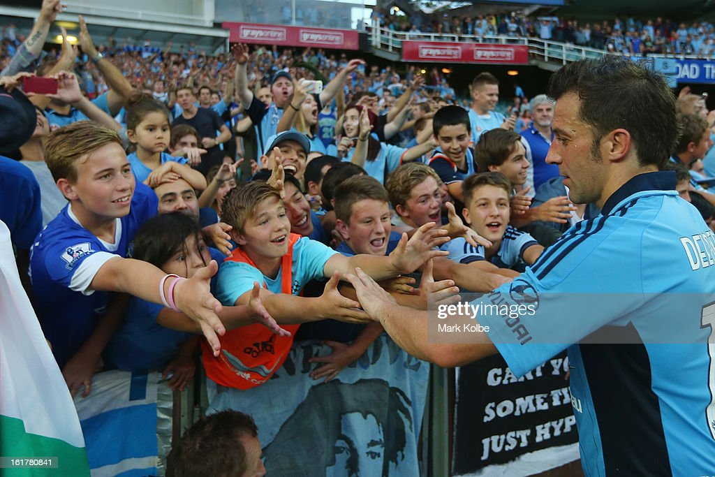 <a gi-track='captionPersonalityLinkClicked' href=/galleries/search?phrase=Alessandro+Del+Piero&family=editorial&specificpeople=206226 ng-click='$event.stopPropagation()'>Alessandro Del Piero</a> of Sydney FC greets the crowd after the round 21 A-League match between Sydney FC and Adelaide United at Allianz Stadium on February 16, 2013 in Sydney, Australia.