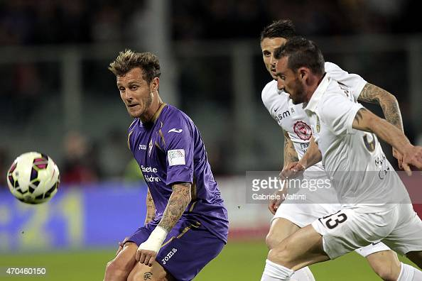 Alessandro Diamanti of ACF Fiorentina in action during the Serie A match between ACF Fiorentina and Hellas Verona FC at Stadio Artemio Franchi on...