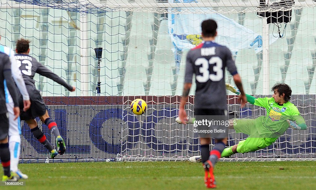 <a gi-track='captionPersonalityLinkClicked' href=/galleries/search?phrase=Alessandro+Diamanti&family=editorial&specificpeople=4891338 ng-click='$event.stopPropagation()'>Alessandro Diamanti</a> of Bologna scores a penalty during the Serie A match between Pescara and Bologna FC at Adriatico Stadium on February 3, 2013 in Pescara, Italy.