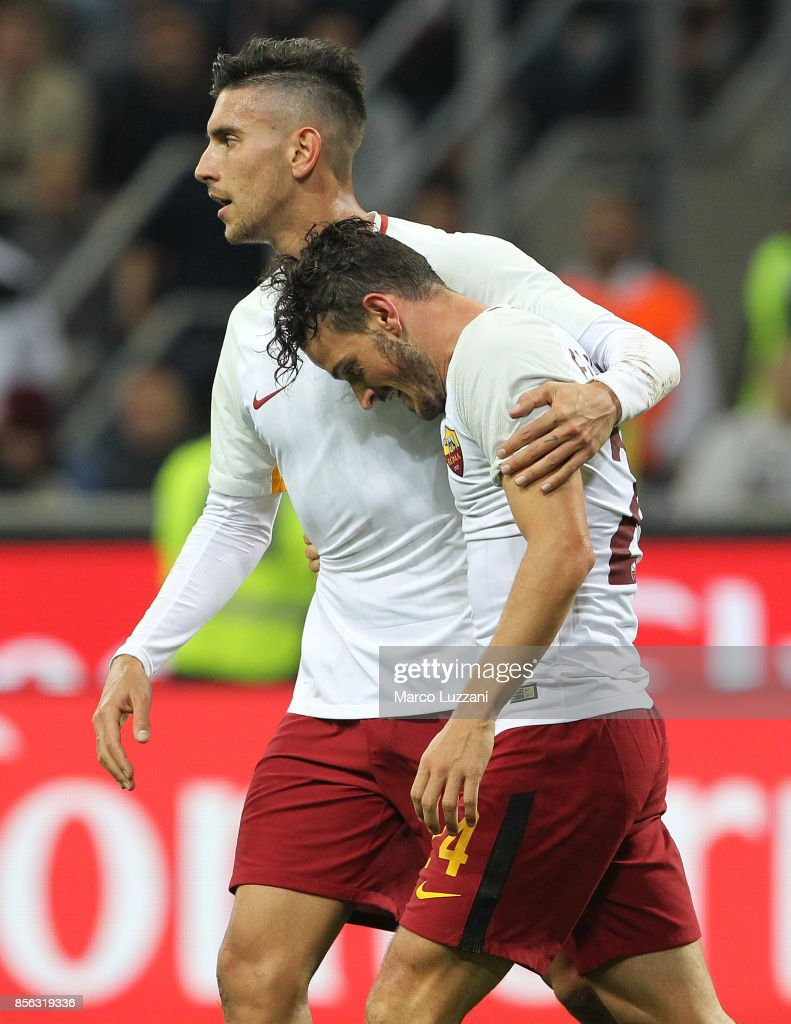 Alessandro Florenzi (R) of AS Roma celebrates his goal with his team-mate Lorenzo Pellegrini (L) during the Serie A match between AC Milan and AS Roma at Stadio Giuseppe Meazza on October 1, 2017 in Milan, Italy.