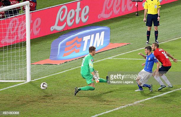 Alessandro Florenzi of Italy scores the equalizing goal during the UEFA EURO 2016 Qualifier between Italy and Norway on October 13 2015 in Rome Italy