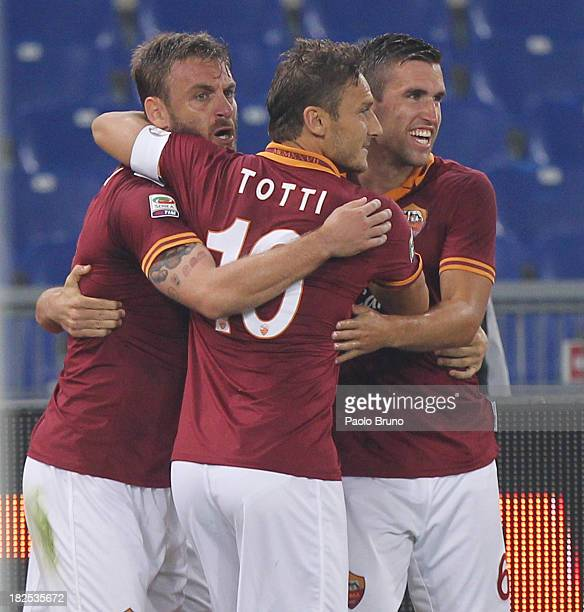 Alessandro Florenzi with his team mates Daniele De Rossi Francesco Totti and Kevin Strootman of AS Roma celebrates after scoring the opening goal...