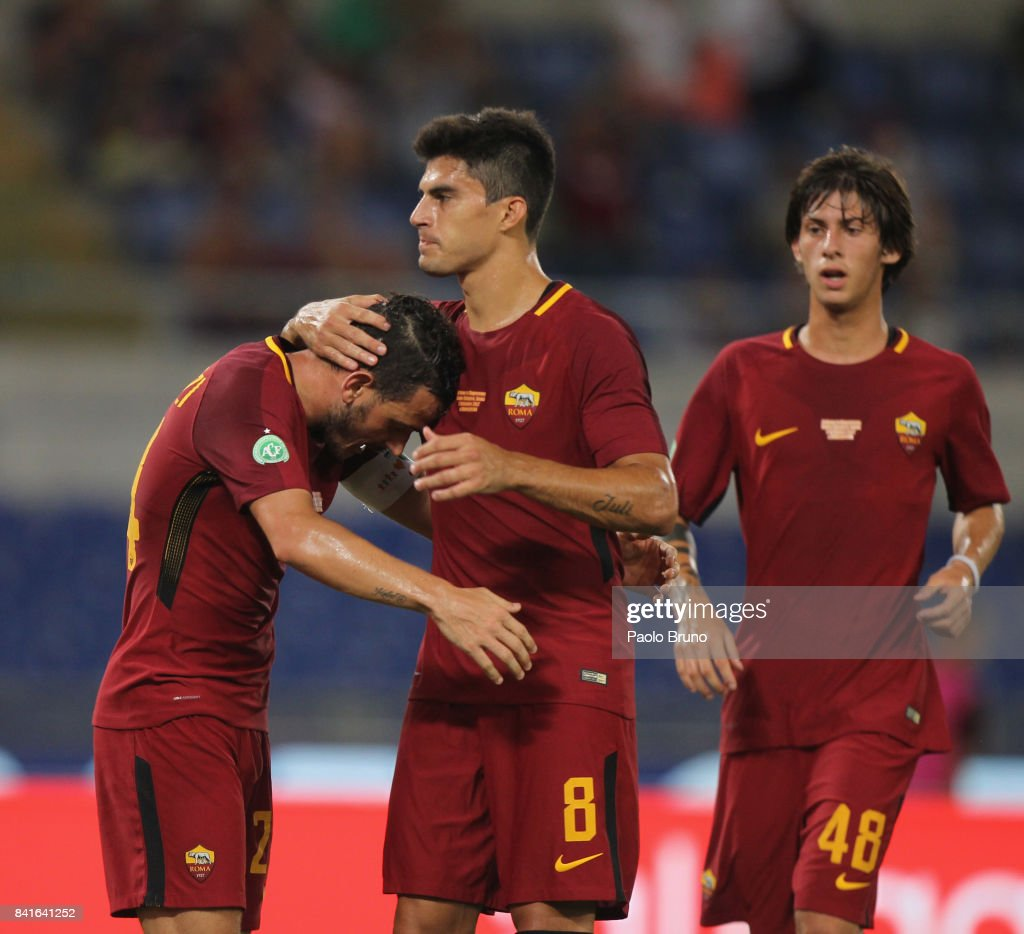 Alessandro Florenzi with his teammates of AS Roma celebrates after scoring the opening goal from penalty spot during the friendly match between AS Roma and Chapecoense at Olimpico Stadium on September 1, 2017 in Rome, Italy.