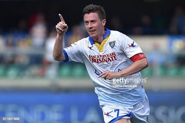 Alessandro Frara of Frosinone Calcio celebrates a goal during the Serie A match between Hellas Verona FC and Frosinone Calcio at Stadio Marc'Antonio...