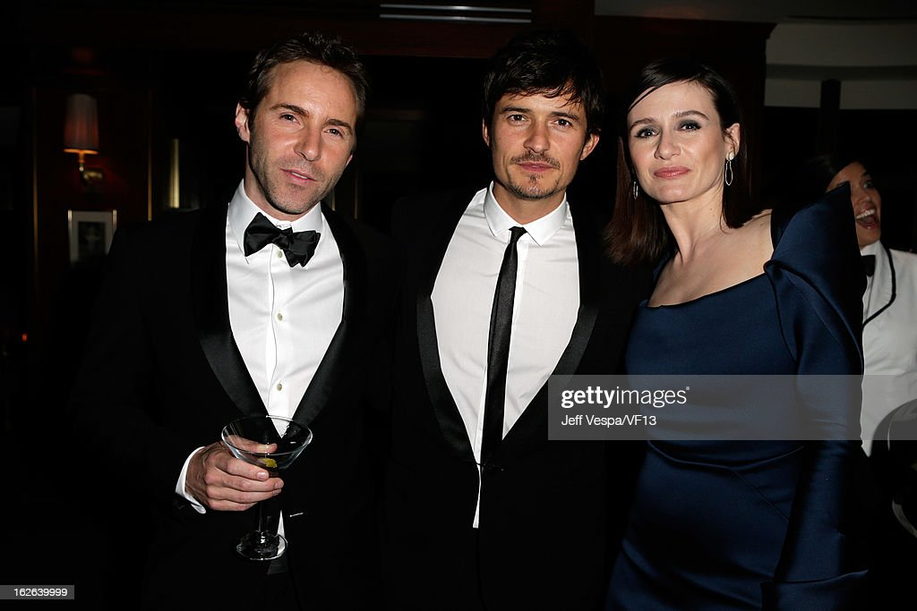 Alessandro Nivola, Orlando Bloom, and Emily Mortimer attend the 2013 Vanity Fair Oscar Party hosted by Graydon Carter at Sunset Tower on February 24, 2013 in West Hollywood, California.