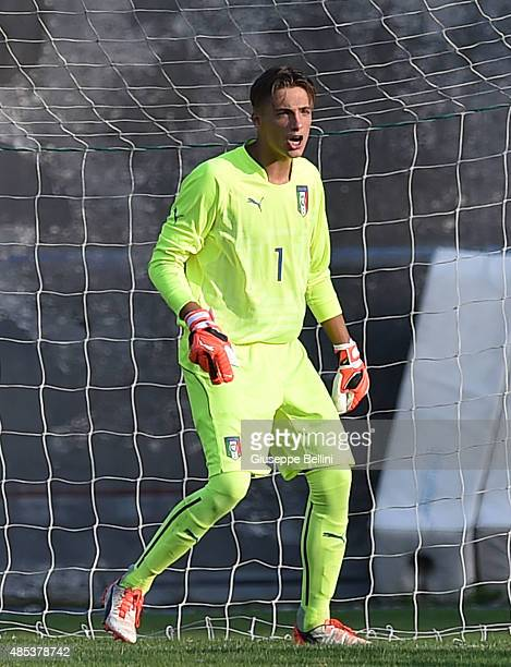 L'AQUILA ITALY AUGUST 26 Alessandro Plizzari of Italy U16 in action during the international friendly match between Italy U16 and Bulgaria U16 at...