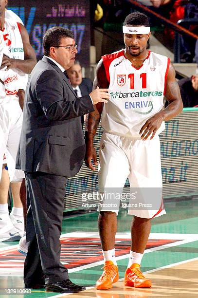 Alessandro Ramagli head coach of Banca Tercas talk with Dee Brown during the Lega A basketball match between Umana Venezia and Banca Tercas Teramo at...