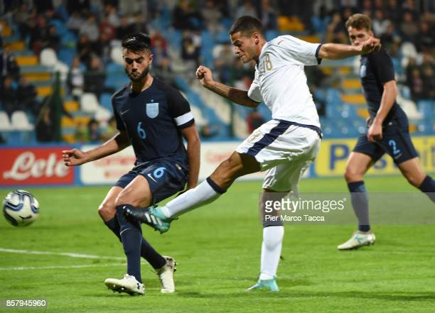 Alessandro Rossi of Italy U20 shoots the ball during the 8 Nations Tournament match between Italy U20 and England U20 on October 5 2017 in Gorgonzola...