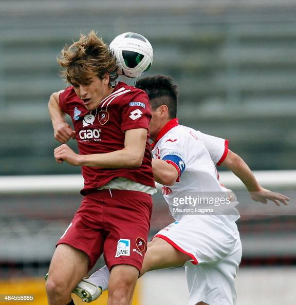 Alessandro Sbaffo of Reggina competes for the ball in air with Claudio Matias Cuffa of Padova during the Serie B match between Calcio Padova and...