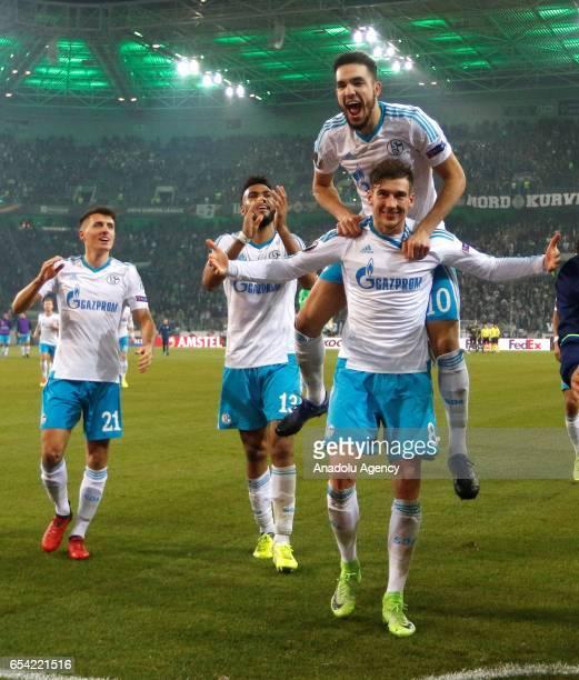 Alessandro Schoepf Eric Maxim ChoupoMoting Nabil Bentaleb and Leon Goretzka of Schalke celebrate the 22 against Moenchengladbach after the UEFA...