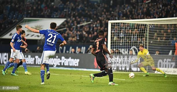 Alessandro Schöpf of Schalke scores his goal during the Bundesliga match between FC Schalke 04 and Hamburger SV at VeltinsArena on March 2 2016 in...