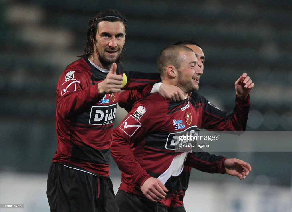 Alessio Campagnacci of Reggina celebrates his team's opening goal with his teammate Emiliano Bonazzoli during the Serie B match between Reggina...
