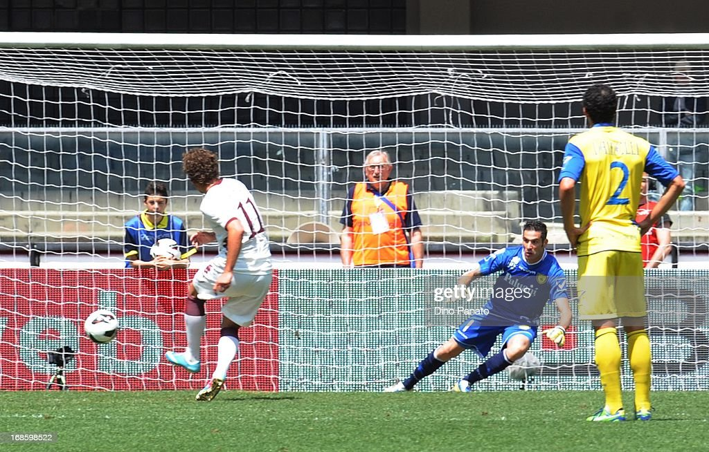 Alessio Cerci (L) of Torino FC scores their first goal from the penalty spot during the Serie A match between AC Chievo Verona and Torino FC at Stadio Marc'Antonio Bentegodi on May 12, 2013 in Verona, Italy.