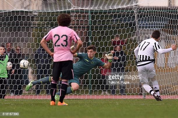 Alessio Di Massimo of Juventus scores his team's third goal during the Viareggio Juvenile Tournament match between FC Juventus and US Citta di...