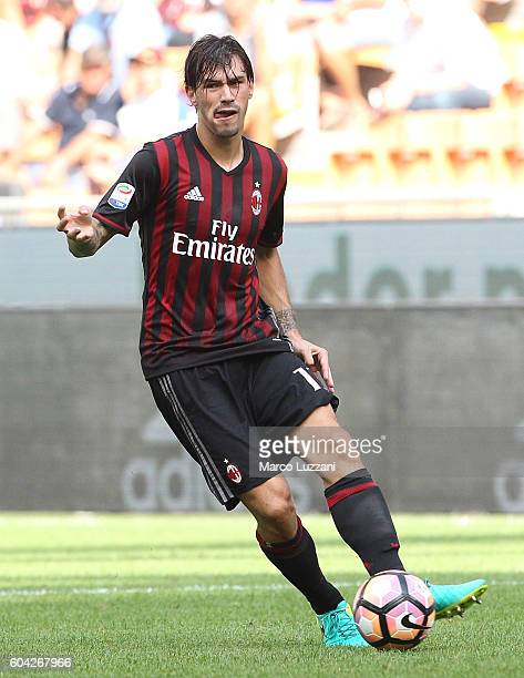 Alessio Romagnoli of AC Milan in action during the Serie A match between AC Milan and Udinese Calcio at Stadio Giuseppe Meazza on September 11 2016...