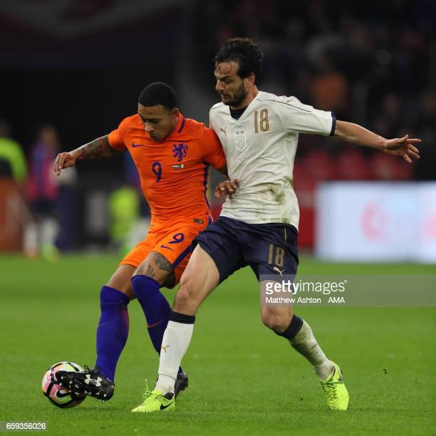 Alessio Romagnoli of Italy challenges Memphis Depay of Netherlands during the international friendly match between Netherlands and Italy at Amsterdam...