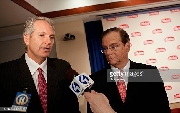 Alex Behring managing partner at 3G Capital left speaks to reporters alongside Bill Johnson chief executive officer of HJ Heinz Co at Heinz...