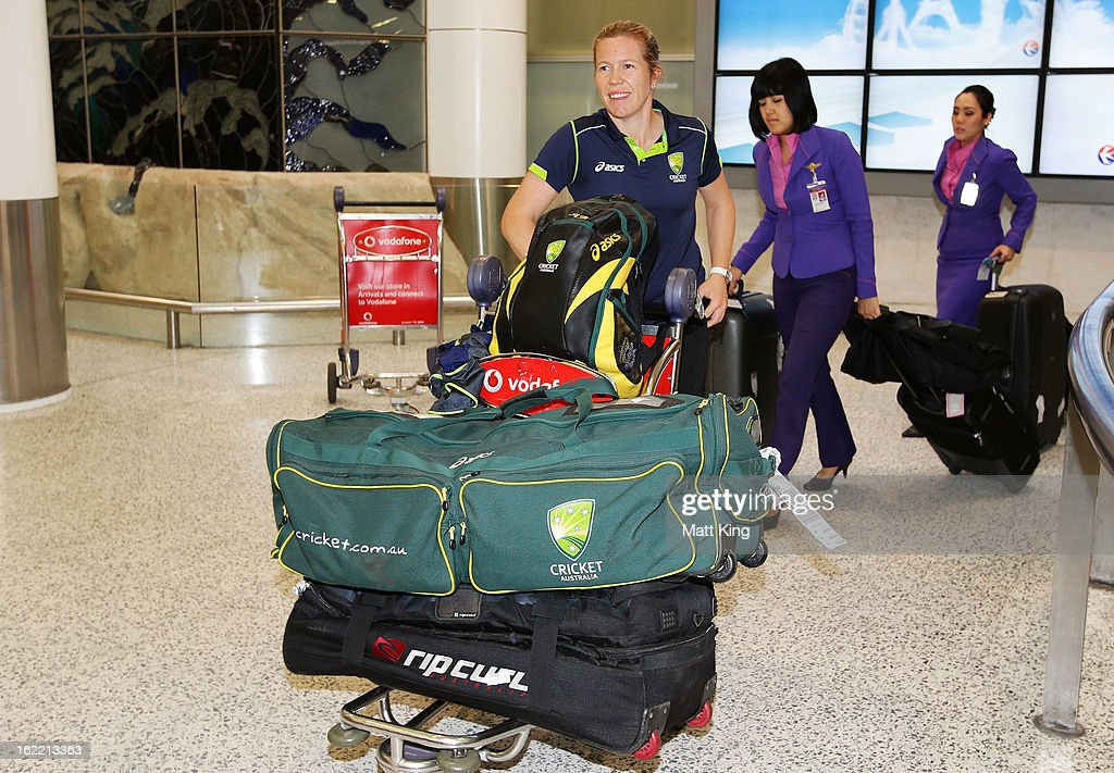 <a gi-track='captionPersonalityLinkClicked' href=/galleries/search?phrase=Alex+Blackwell&family=editorial&specificpeople=198941 ng-click='$event.stopPropagation()'>Alex Blackwell</a> of the Australian women's cricket team arrives home following their win in the 2013 World Cup at Sydney International Airport on February 21, 2013 in Sydney, Australia.