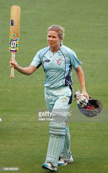 Alex Blackwell of the Breakers acknowledges the crowd after scoring 99 not out during the Women's twenty20 match between the New South Wales Breakers...