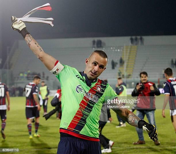 Alex Cordaz of Crotone celebrates after the Serie A match between FC Crotone and Pescara Calcio at Stadio Comunale Ezio Scida on December 10 2016 in...