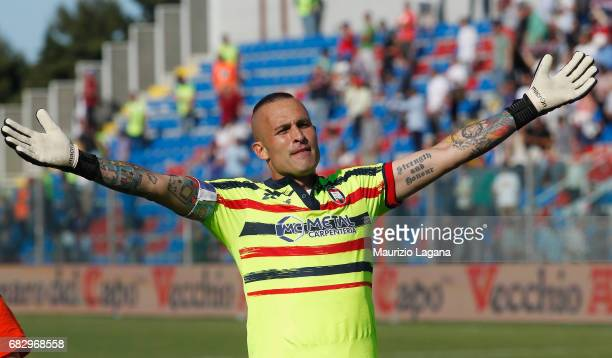 Alex Cordaz of Crotone celebrates after the Serie A match between FC Crotone and Udinese Calcio at Stadio Comunale Ezio Scida on May 14 2017 in...