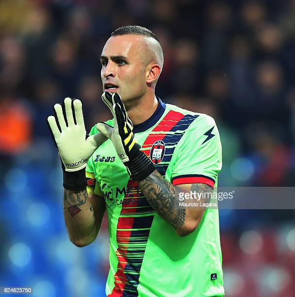 Alex Cordaz of Crotone gestures during the Serie A match between FC Crotone and FC Torino at Stadio Comunale Ezio Scida on November 20 2016 in...